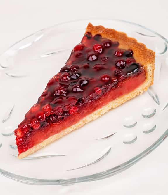 Пт ноя 07, 2: для теста других ингредиентов не понадобится, а вот вариантов начинки для пирога с брусникой из песочного теста рецепт дает три.